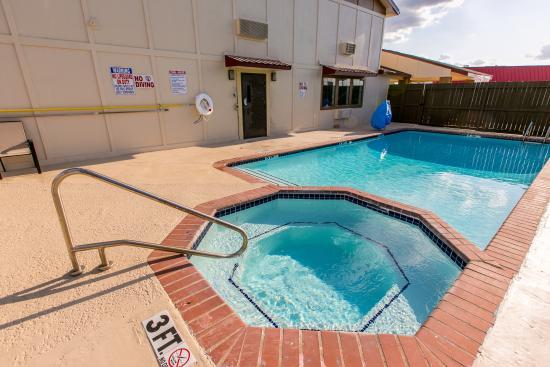Huntsville, TX: Outdoor Pool