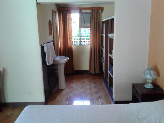 Hotel Kiuras Cafe and Restaurant: habitación con vista doble a los jardines