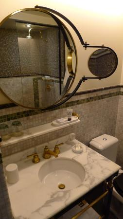 lovely designed bath room picture of le meridien new york central rh tripadvisor co uk