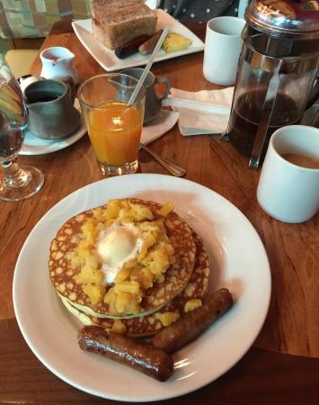 Kona Cafe : Macadamia Nut Pineapple Pancakes, Tonga Toast, and Kona Coffee in a French Press