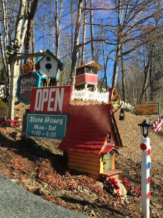 Blairsville, GA: Fairy Houses/ Village !!!!  When traveling thru Young Harris !! This is such a cool place lots o