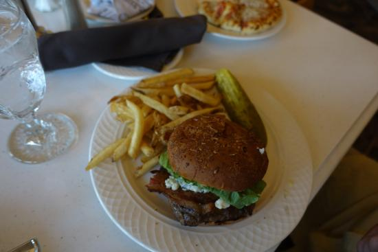 buffalo burger - picture of mammoth hot springs dining room