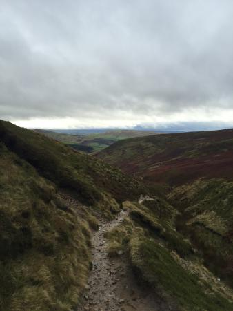 Peak District National Park, UK: Great walk. Beautiful scenery....... Bloody cold !