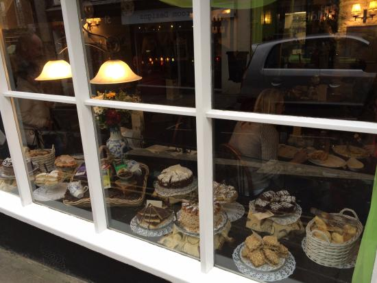 Anne of Cleves: Window of cakes at Anne of Cleeves