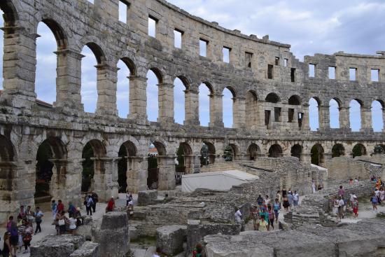 Πούλα, Κροατία: środek amfiteatru moim zdaniem dość dobrze zachowany