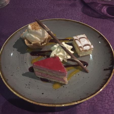 Royal Villa Chinese Restaurant : Mixed Trio Dessert