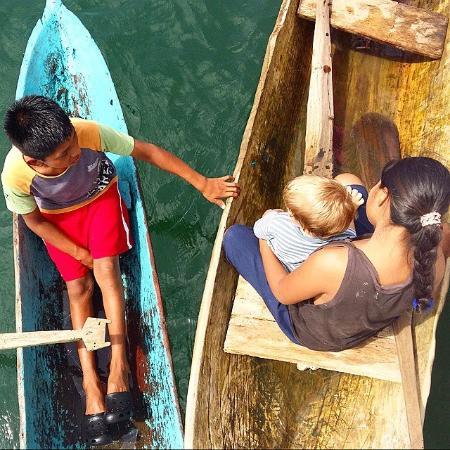 Bocas Town, Panama: juego con os cayucos de los Indios