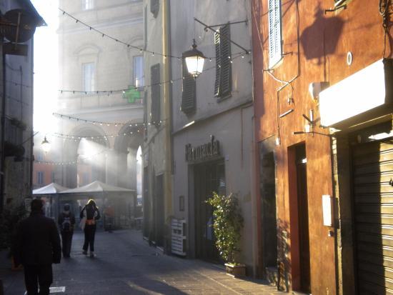Acquapendente, Itália: via del centro