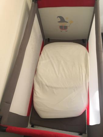 Colomiers, فرنسا: mattress smaller than the bed not safe for kids!!!!