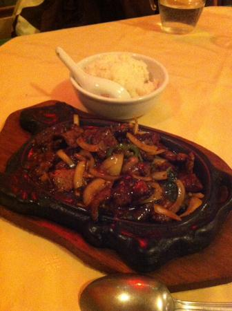 Ax-les-Thermes, ฝรั่งเศส: Beef and Basil sizzler