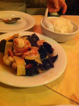 Ax-les-Thermes, ฝรั่งเศส: Shrimp with bamboo shoots