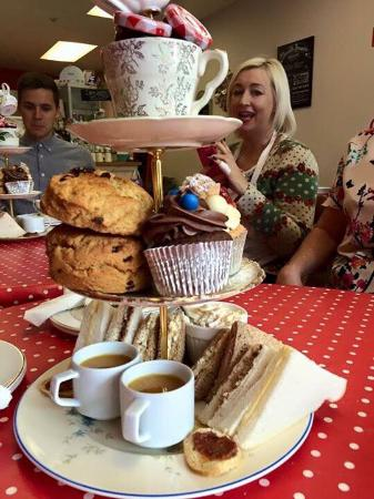 A Right Royal Tea Party: Afternoon tea - homemade cupcakes and scones