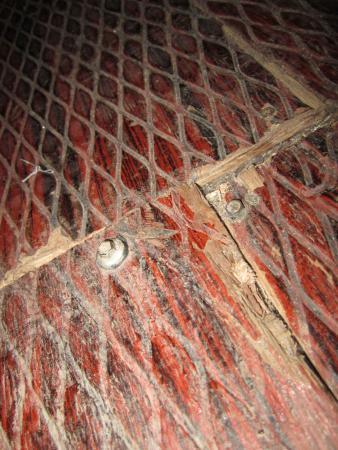 Mandala Beach House & Cottages: floor bolts
