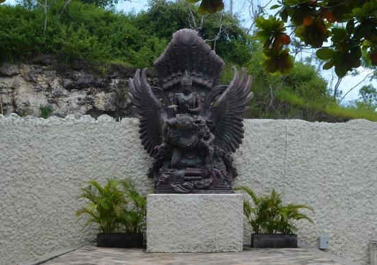 Garuda Wisnu Kencana Cultural Park: Wisnu riding Garuda