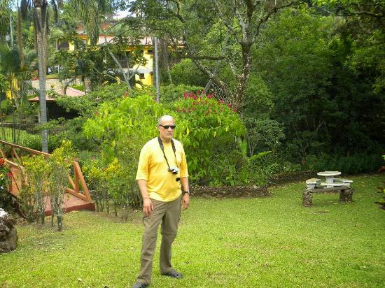 Grecia, Costa Rica: Guest in rear garden