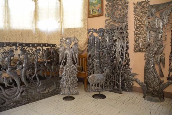 Village Artistique de Noailles: metal work