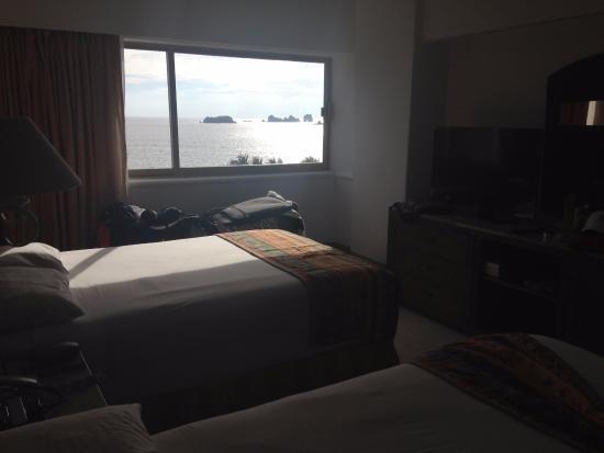 Tesoro Ixtapa: 1 of 2 bedrooms in oceanfront suite - 4th floor