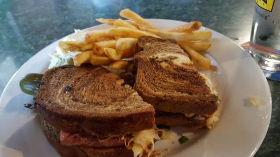 Middletown, Делавер: Reuben with salty fries