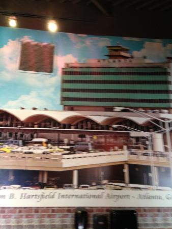 Hapeville, GA: Old Atlanta Airport Picture on Wall
