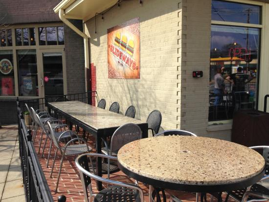 Hapeville, GA: Outside Seating Area