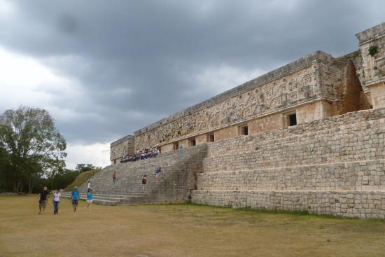 Tempel von Uxmal: Monumental construction at Uxmal.
