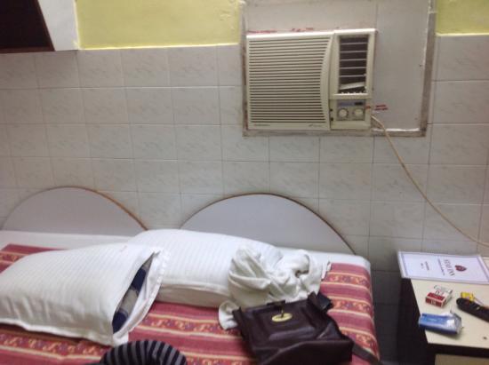 Stay Inn Hotel: Faulty aircon