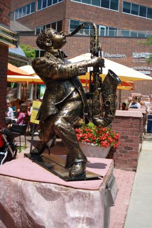 "SculptureWalk Sioux Falls: ""Big Easy""  Osamede Obazee Sculptor"