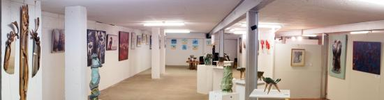 Deloraine, Australia: Elemental Artspace supports over 80 Tasmanian Artsits and Crafts People