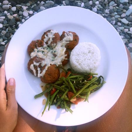 Selemadeg, Indonesia: Tofu Cakes with Veggies and Rice