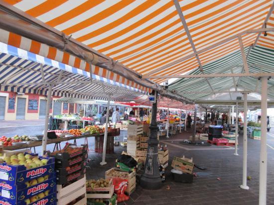Cours Saleya: 市場の様子