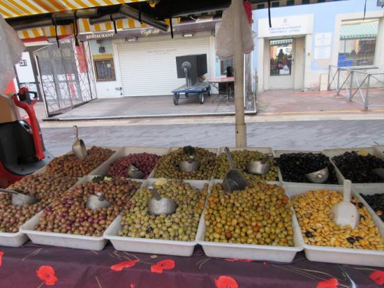Cours Saleya: オリーブ