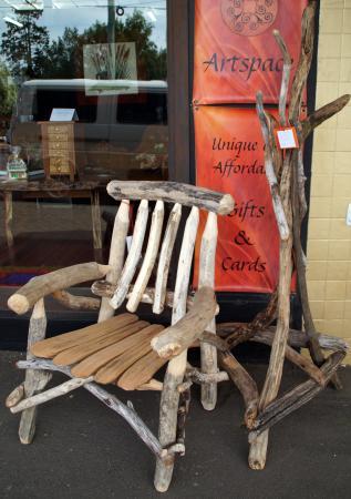 Deloraine, Australië: Available at Elemental Artspace