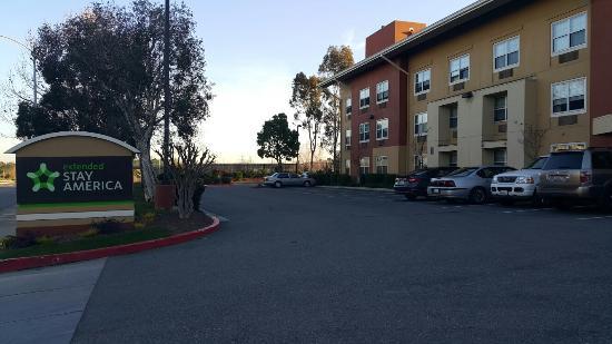 Alviso, CA: Hotel exterior