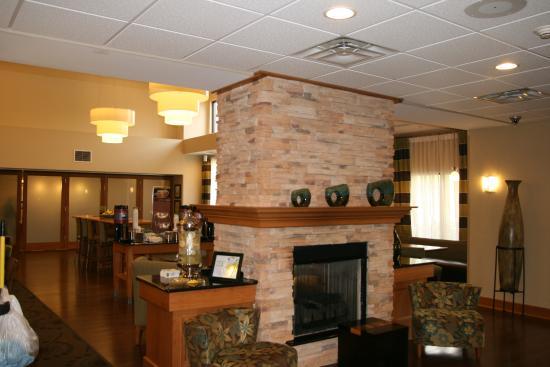 North Canton, OH: lobby area
