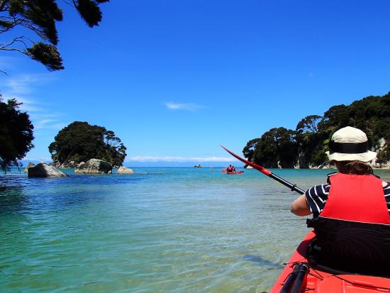 Мотуэка, Новая Зеландия: Sea kayaking in the Abel Tasman National Park