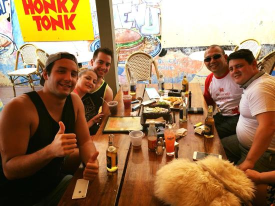 Honky Tonk Bar: Fun with Friends