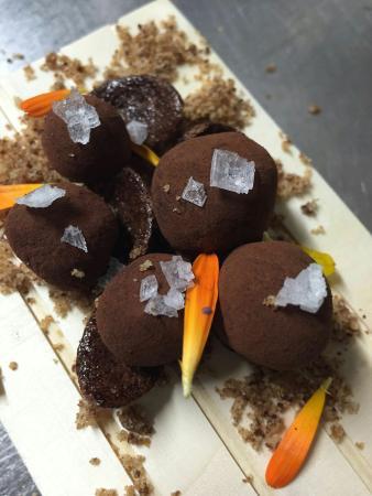 Mollet del Vallès, Spanien: Trufes gelades amb flor de sal i oli d'oliva verge