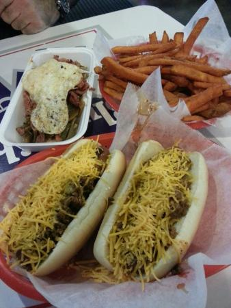 Corona, Kalifornia: Custom Paleo dog & Paleo Sweet potato fries.. very good.  Kosher chili cheese dogs just ok and t