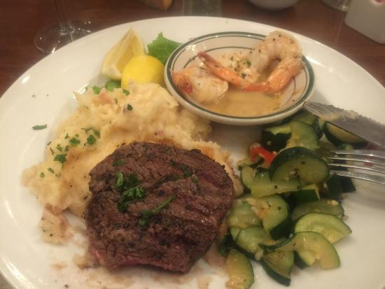 Brewster's Bar & Grill: Surf & Turf Filet & Sautéed Shrimp