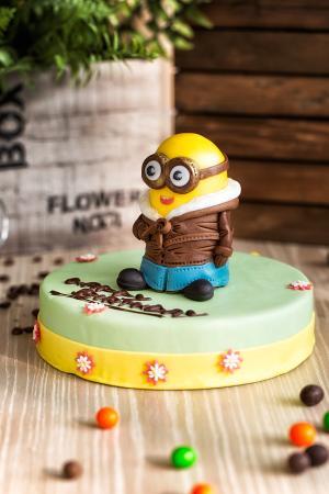 Brilliant Minions Birthday Cake Picture Of Shenzhen Marriott Hotel Nanshan Funny Birthday Cards Online Fluifree Goldxyz