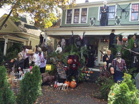Historic Oakwood: The Best House for Halloween in the whole district!