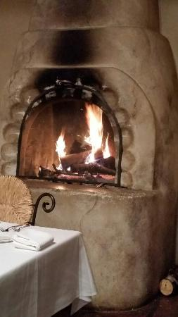 Arroyo Seco, Nuevo Mexico: Cozy fireplace in February