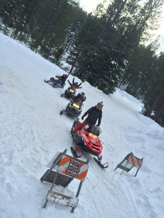 Weed, Californie : Winter Snowmobile Rentals and Tours