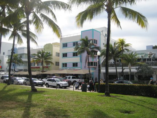 Starlite Hotel: View from across Ocean Drive