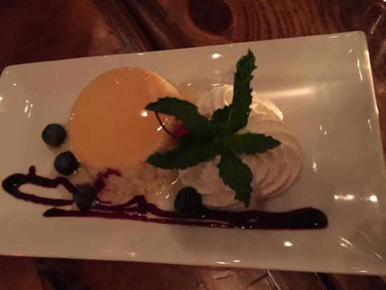 Rockville Centre, NY: Ice cream sandwich and flan were our dessert s at Viaggios tapas and the best part of dinner.