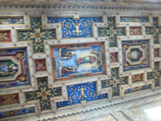 Trinita' dei Monti: Потолок в церкови Тринита-деи-Монти (SS. Trinita dei Monti)