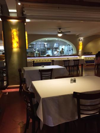 La Lobsteria: Inside tables