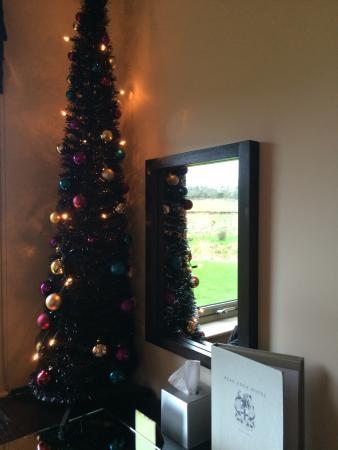 Peak Edge Hotel: Christmas tree in Room 105
