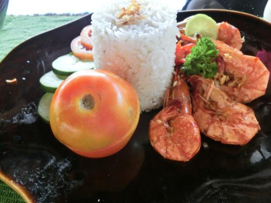 Tegalalang, Indonesia: ウダン・ゴレン エビの唐揚げ ピーナッツソースかけ