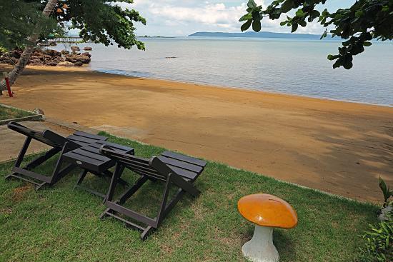 Koh Mak Buri Hut: Beach